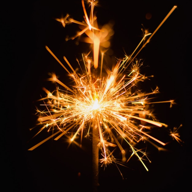 Fond de cierge magique. fond de vacances sparkler de noël et nouvel an. Photo Premium