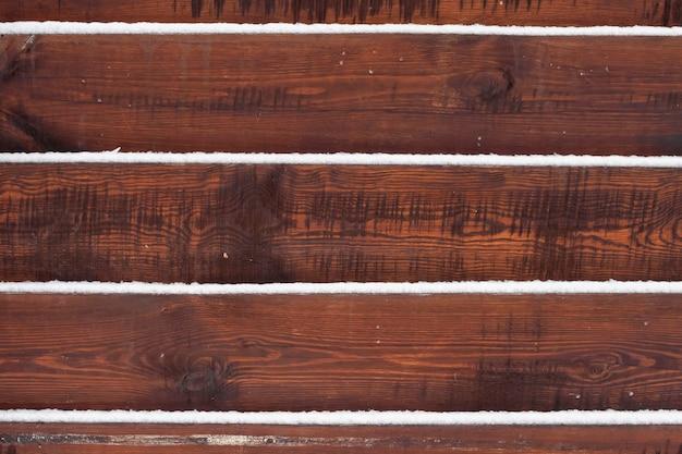 Fond De Clôture En Bois Avec De La Neige Se Trouvant Sur Les Planches Photo Premium