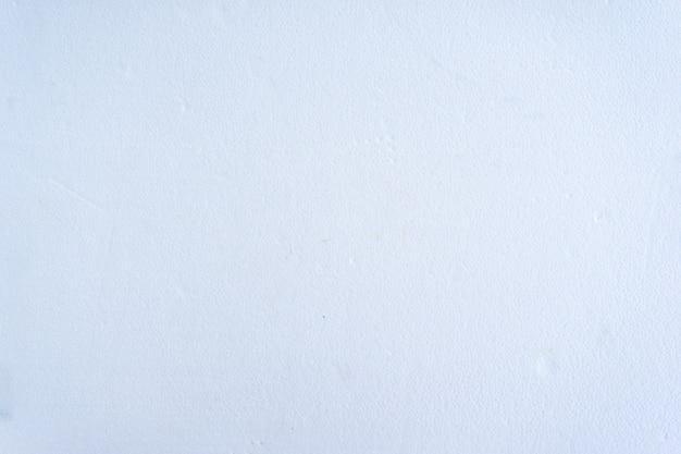 Le fond du plâtre bleu pastel est saisissant, beau et simple. Photo Premium