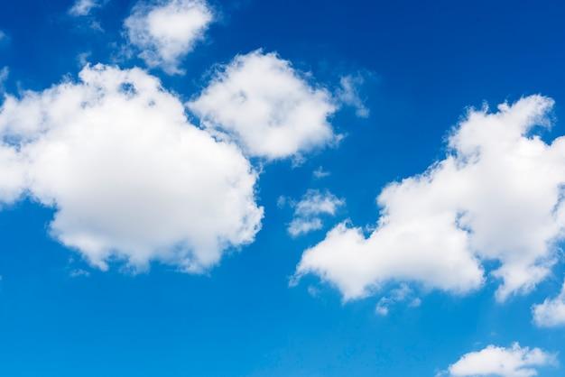 Fond d'écran de nuages dans le ciel bleu Photo gratuit