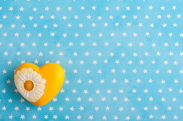 Fond d'étoiles blanches bleues avec ours en peluche Photo Premium