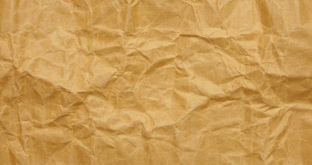 Fond de feuille de papier brun froissé avec texture Photo Premium