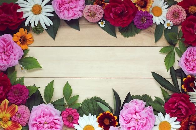 Fond floral d'été avec une place vide Photo Premium