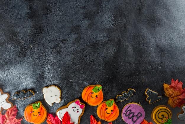 Fond d'halloween avec des biscuits de pain d'épice drôles Photo Premium