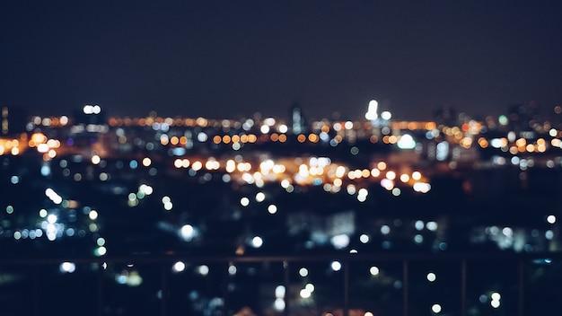 Fond d'image floue de vue sur la ville dans la nuit avec effet bokeh Photo Premium