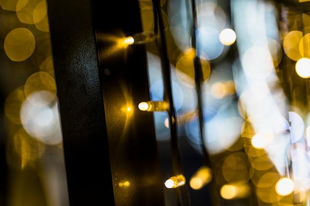 Fond de lumières de noël dorées floues Photo gratuit