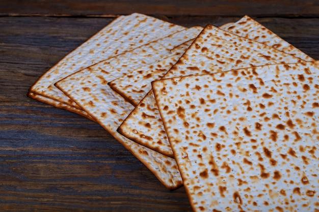 Fond avec matzo et pour la célébration de la pâque juive Photo Premium