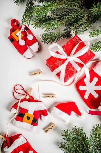 Fond de noël avec des coffrets cadeaux et sapin Photo Premium