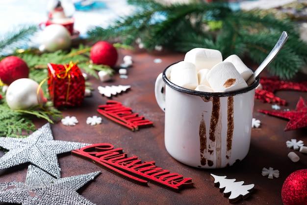 Fond de noël avec du chocolat chaud fait maison, Photo Premium