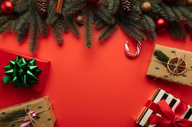 Fond De Noël Rouge Avec Place Pour Le Texte. Photo Premium