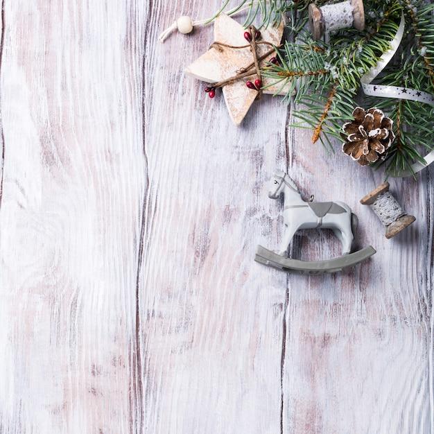 Fond De Noël Avec Sapin Et Décorations. Photo Premium