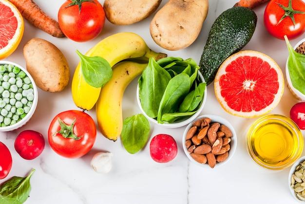 Fond de nourriture saine, produits diététiques alcalins à la mode Photo Premium