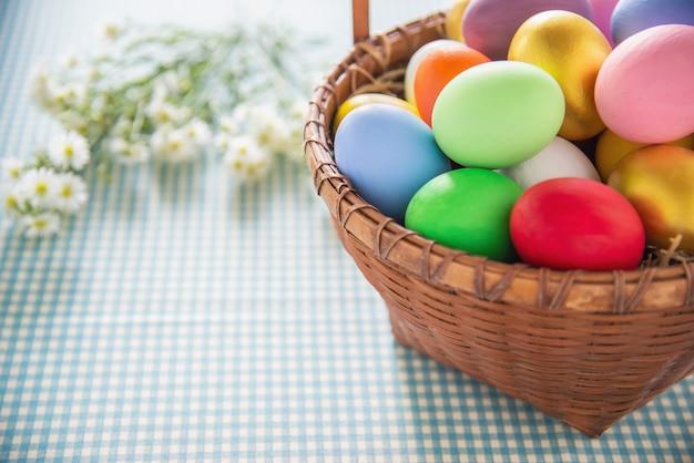 Fond d'oeufs de pâques colorés doux - concepts de célébration de fête nationale Photo gratuit