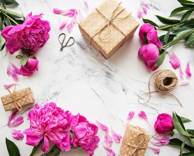 Fond avec pivoines roses Photo Premium