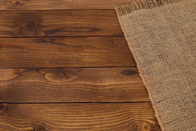 Fond avec une table en bois vide avec nappe Photo Premium