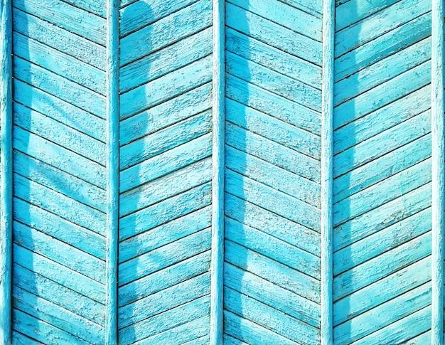 Fond Texturé En Bois Bleu. Mur Ou Clôture En Bois Avec Planches En Zigzag. Motif à Chevrons Sans Couture Photo Premium