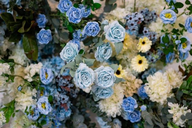 Fond De Toile De Fond De Fleur De Mariage, Fond Coloré, Rose Fraîche, Bouquet De Fleurs Photo Premium