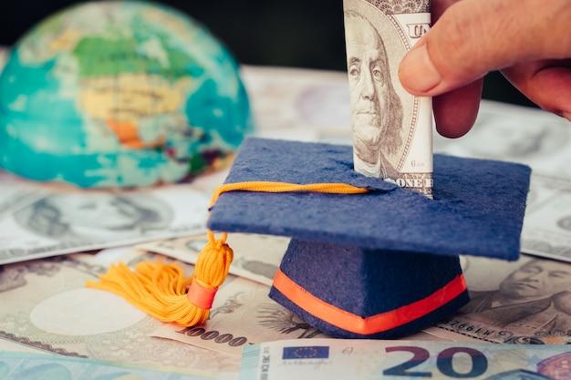 Fonds de graduation pour économiser de l'argent Photo Premium
