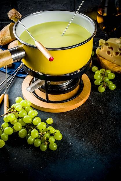 Fondue au fromage suisse classique Photo Premium
