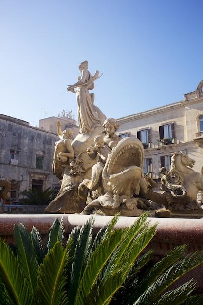 Fontaine d'artémis, syracuse Photo Premium
