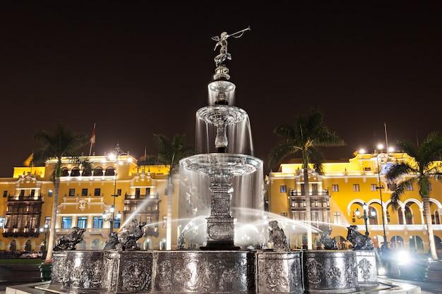 Fontaine, plaza mayor Photo Premium