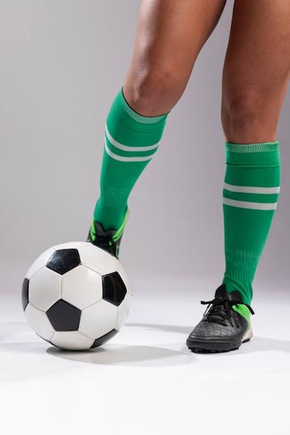 Footballeur, donner coup pied, ballon Photo gratuit