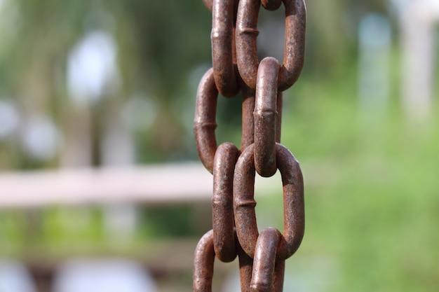 Force de la chaîne verticale abstraite pour le fond. Photo Premium