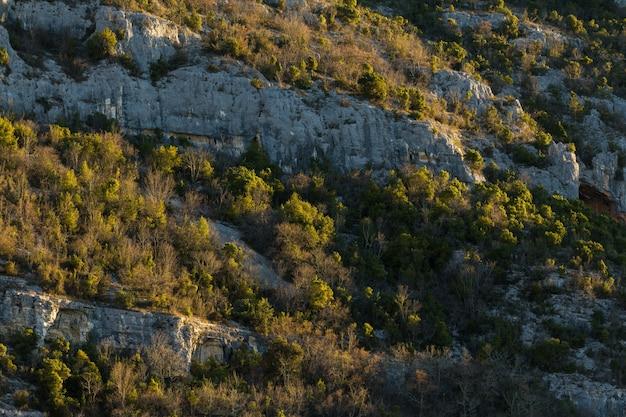 Formations Rocheuses Dans Les Montagnes En Istrie, Croatie En Automne Photo gratuit