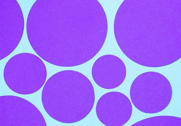 Forme Géométrique Ronde Violette Sur Fond Bleu Photo gratuit