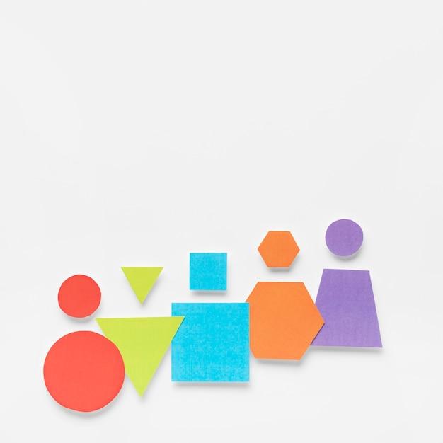 Formes Géométriques Colorées Sur Fond Blanc Photo gratuit