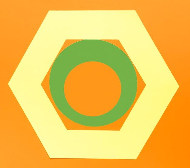 Formes géométriques sur fond orange Photo gratuit