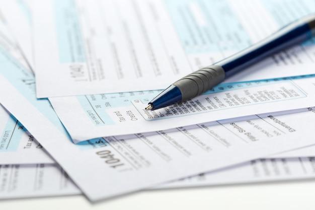 Formulaires d'impôt, gros plan Photo Premium