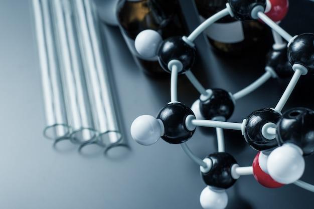 Formule moléculaire et équipement de laboratoire Photo Premium