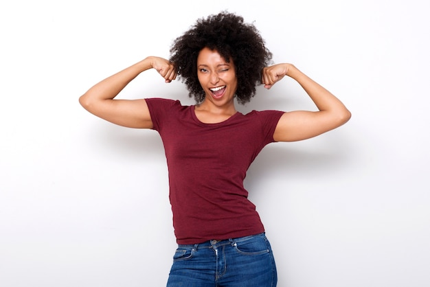 Forte, jeune, femme africaine, flexion, deux, bras, muscles Photo Premium
