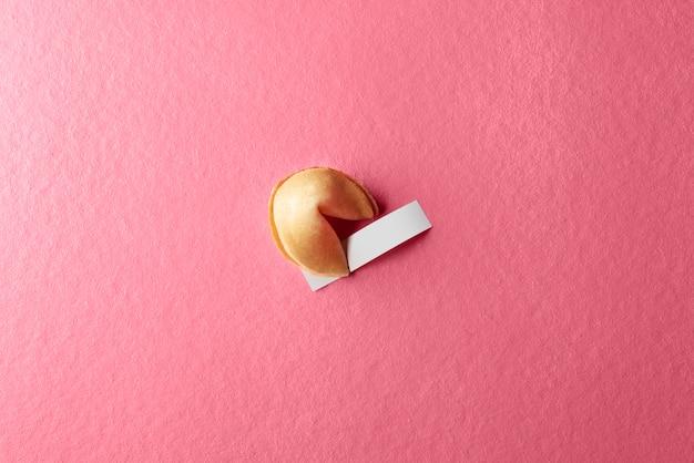Fortune Cookie Avec Du Papier Vierge Photo Premium