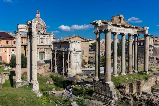 Forum romain à rome, en italie Photo Premium