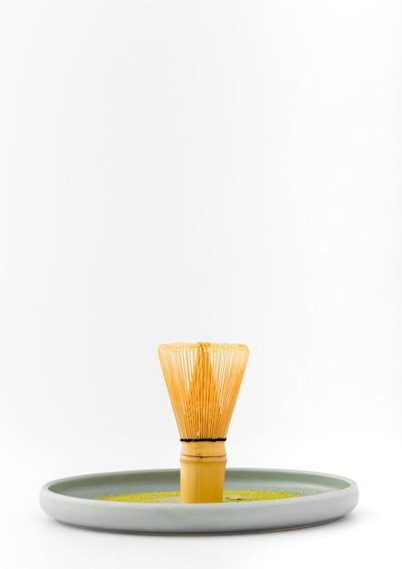 Fouet en bambou vue de face sur un plateau Photo gratuit