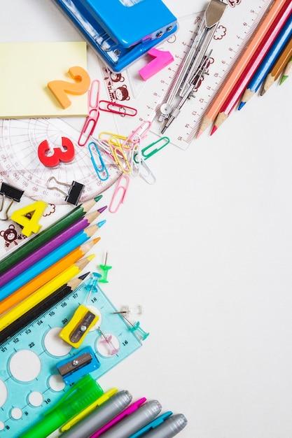 Fournitures de bureau coloré Photo gratuit