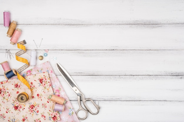 Fournitures de couture avec espace de copie Photo gratuit