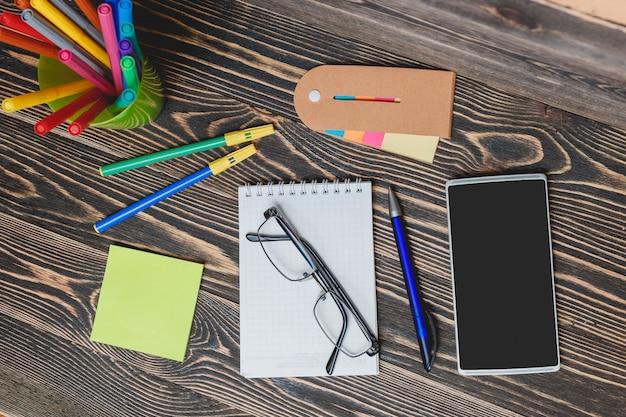 Fournitures scolaires et de bureau Photo Premium