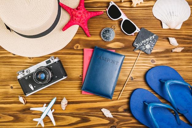Fournitures de voyage autour des passeports Photo gratuit