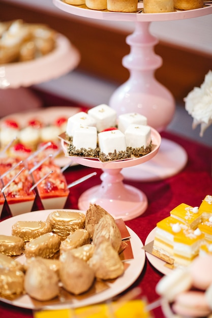 Des friandises délicieuses et raffinées pour fêter les fêtes Photo gratuit