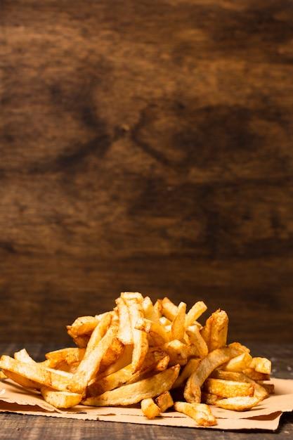 Frites avec espace de copie Photo gratuit