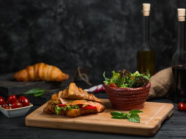 Fromage fait avec du pain grillé et du cheddar Photo gratuit