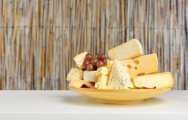 Fromage Sur Table En Bois Photo Premium