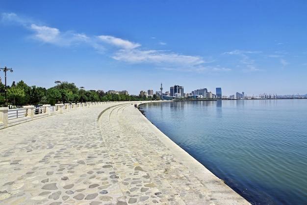Le front de mer dans la ville de bakou, azerbaïdjan Photo Premium