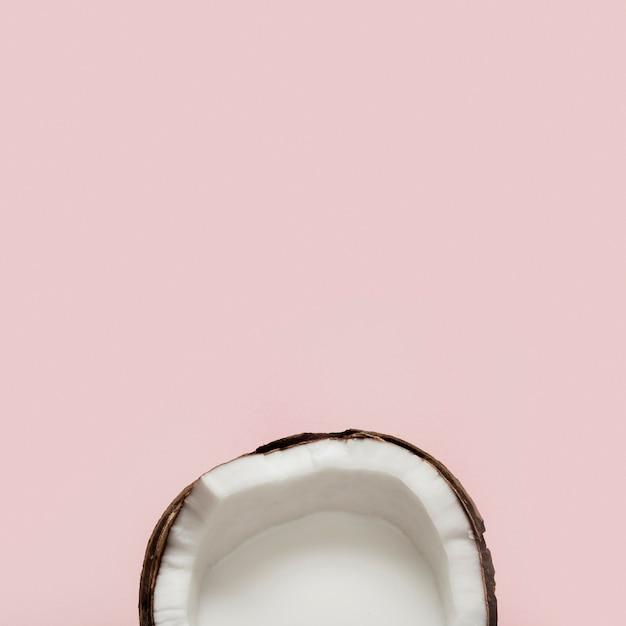 Fruit De Noix De Coco Coupé En Deux à Plat Photo gratuit