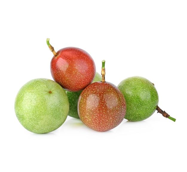 Fruit De La Passion Isolé Sur Blanc Photo Premium