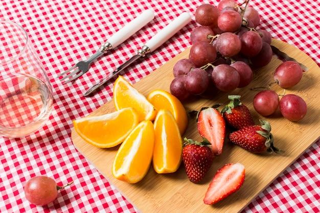 Fruits Délicieux Sur Un Torchon Photo gratuit