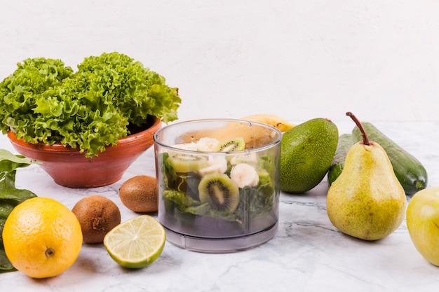Des fruits différents pour une salade saine Photo gratuit